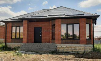 Продается отдельно стоящий дом, чистовая отделка стен под обои