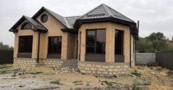 Продаётся дом, 10 соток земли